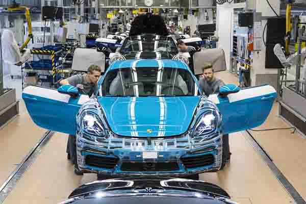 Production launch Porsche 718 Cayman