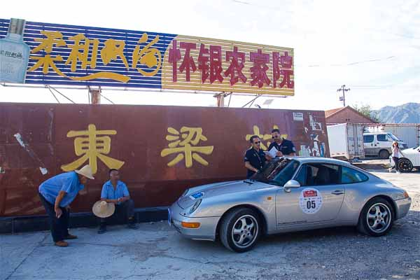 The Carrera 993 from 1998 from the Porsche Museum in the streets of China