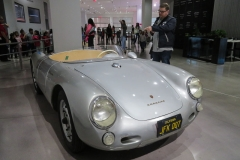 Porsche 550-090, next to the car Rüdiger Mayer, co-author of the Racing & Recipes book