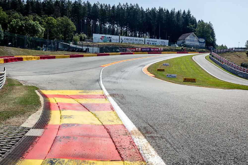 The trickiest corner on a race track : Eau Rouge at Spa-Francorchamps