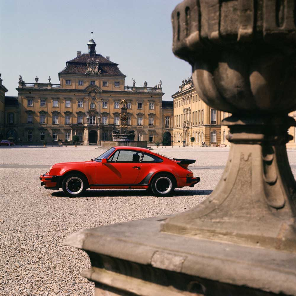 Porsche Type 911 Turbo 3,3 Coupé (1978) - racing technology has made its way into series production with components such as the brake system.
