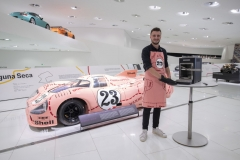 "The Porsche Design Beefer and the apron with the ""Ping Pig"" design are available at the Porsche Museum shop."