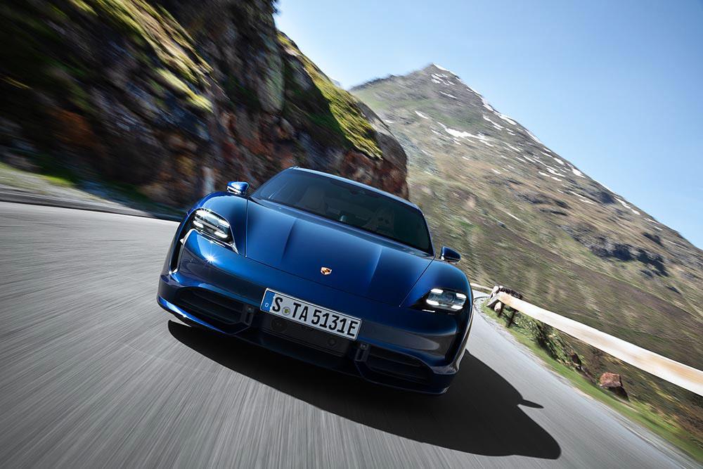 4-Porsche-Taycan-Turbo