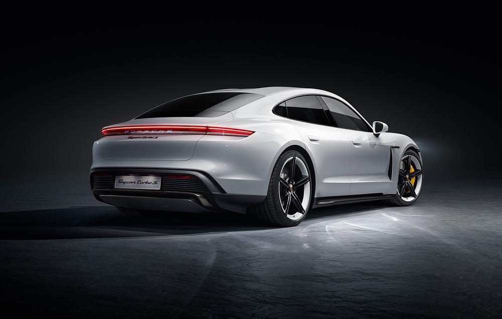 7-Porsche-Taycan-Turbo-S