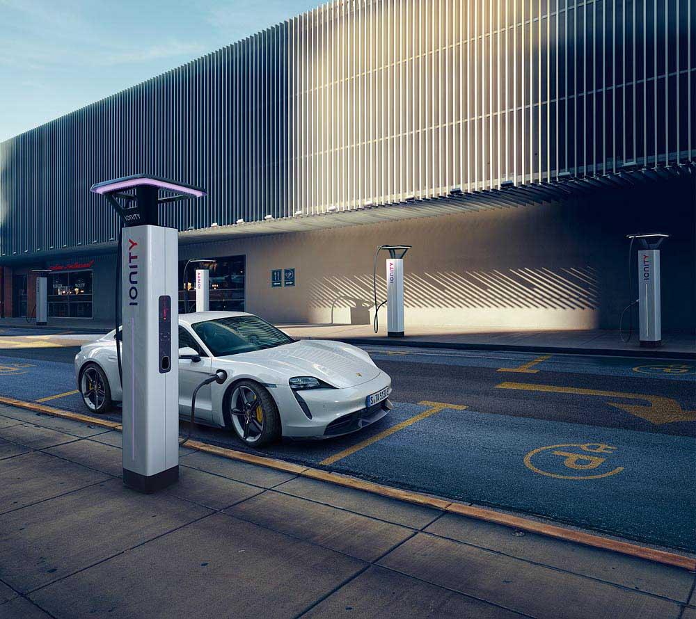 9-Porsche-Taycan-Turbo-S