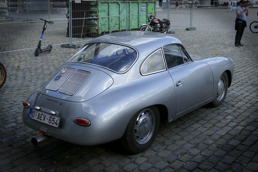 Porsche-autoworld-1