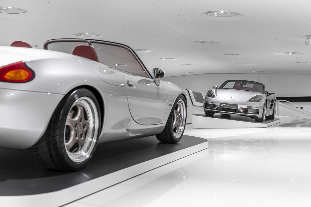 The-anniversary-model-22Boxster-25-Years22-makes-reference-to-numerous-design-features-of-the-Boxster-concept-study.-Both-face-each-other-in-the-special-show.