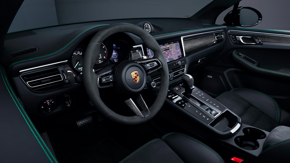 The interior of the new Porsche Macan - 2021