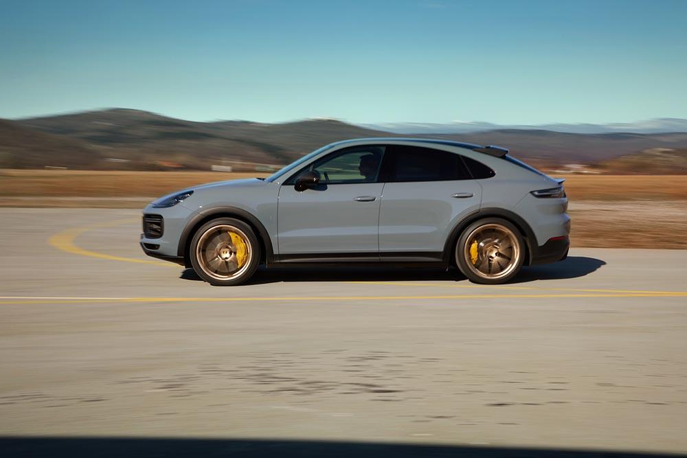 2021-Porsche-Cayenne-Turbo-GT-1
