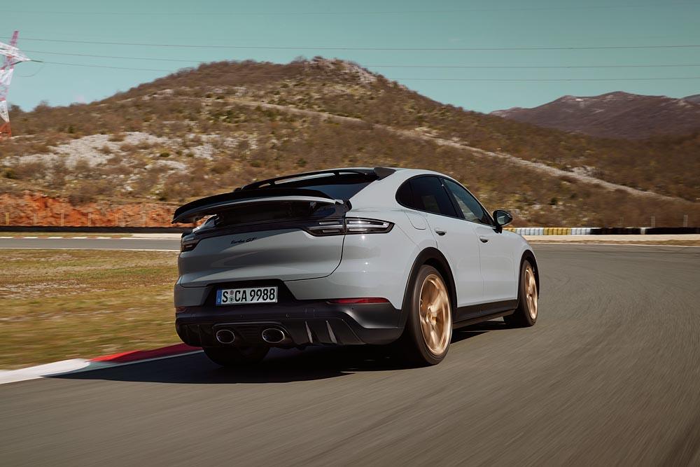 2021-Porsche-Cayenne-Turbo-GT-2