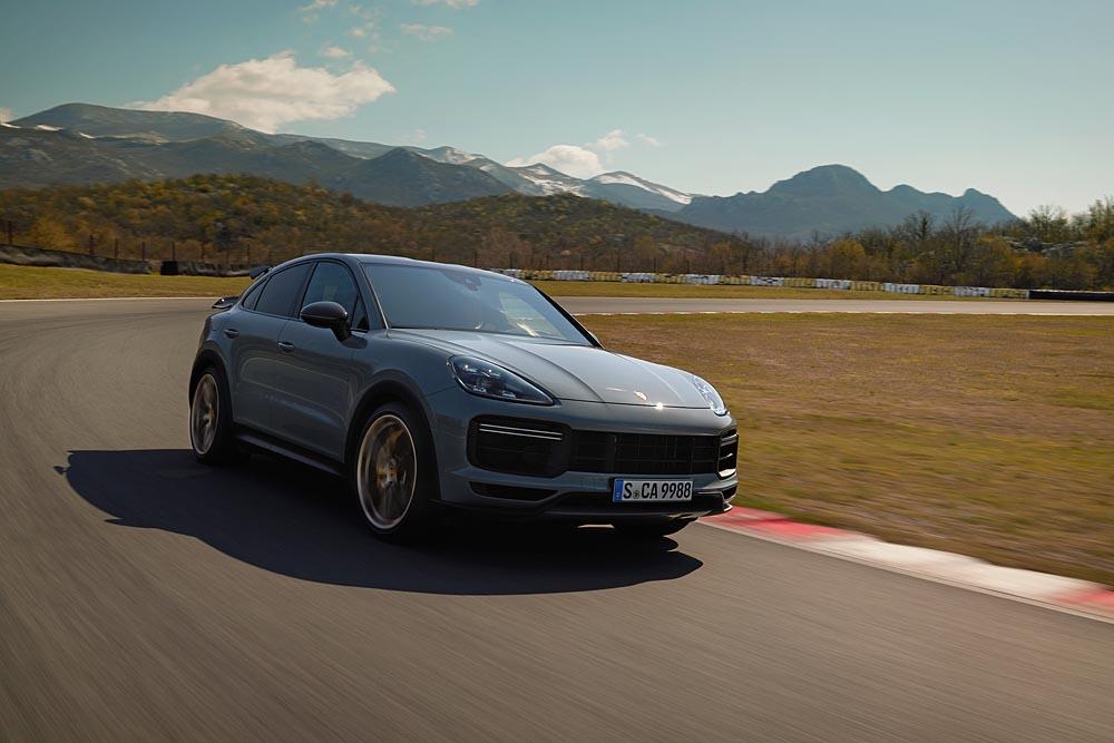 2021-Porsche-Cayenne-Turbo-GT-3
