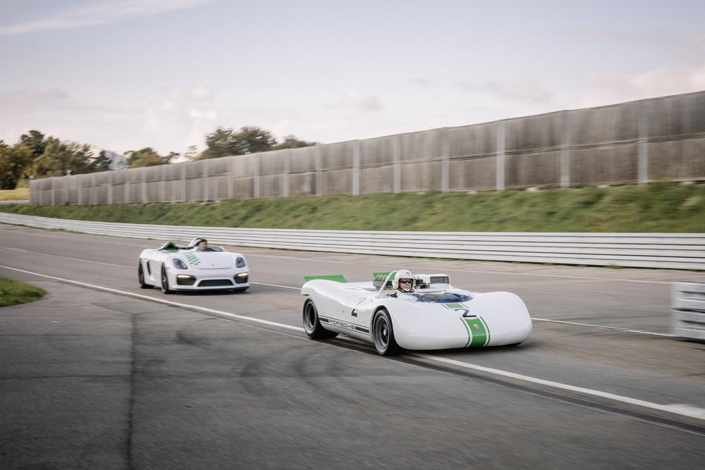 Mark-Webber-in-the-981-Bergspyder-from-2015-left-follows-Rudi-Lins-in-the-909-Bergspyder-built-in-1968.