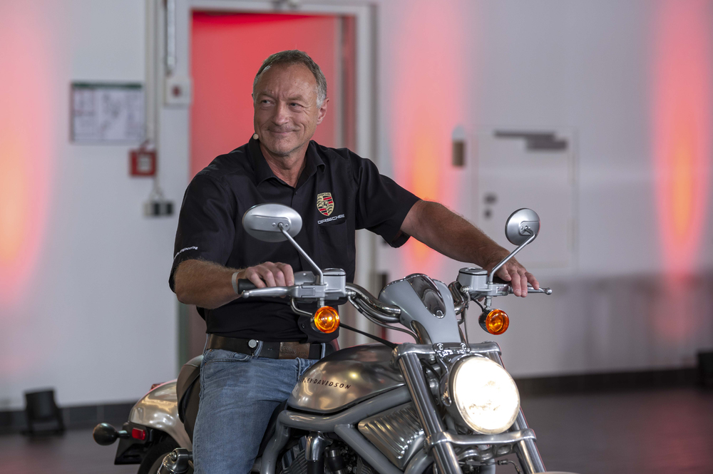 Porsche-is-in-this-Klaus-Fuos-presented-the-history-and-sound-of-the-Harley-Davidson-joint-venture-project.