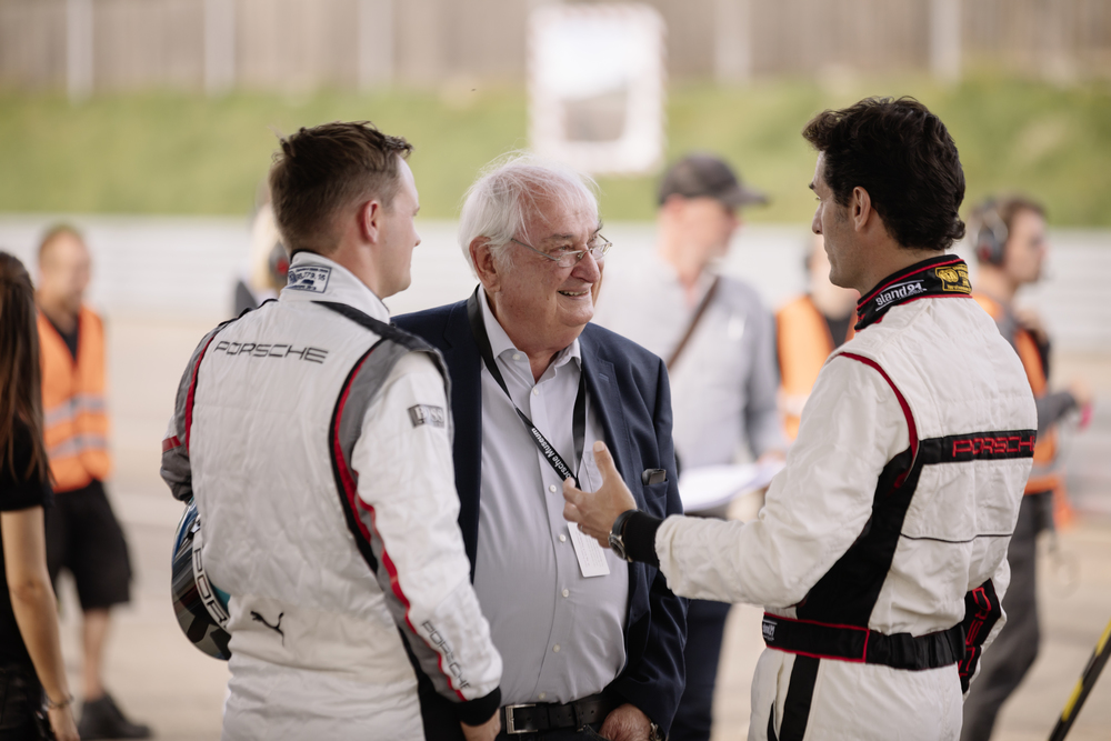 Talks-in-the-pit-lane-Norbert-Singer-center-talking-to-Marc-Lieb-left-and-Mark-Webber-right.
