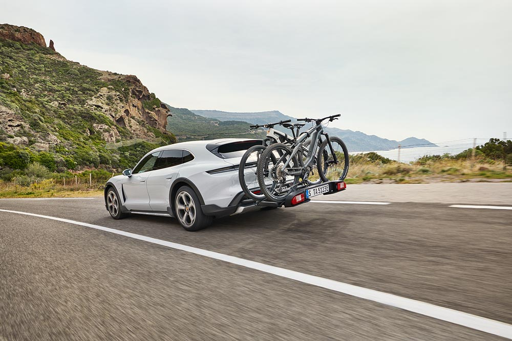 Especially for the Taycan Cross Turismo, Porsche has developed a rear carrier for up to three bicycles