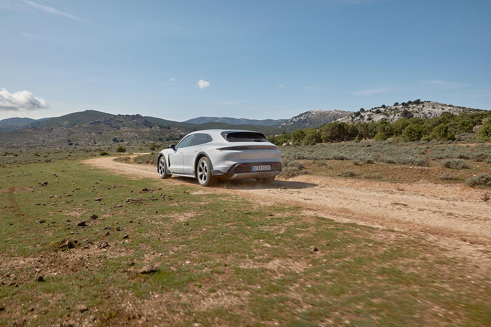 The-standard-Gravel-Mode-improves-the-suitability-of-the-new-model-for-driving-on-rough-roads.