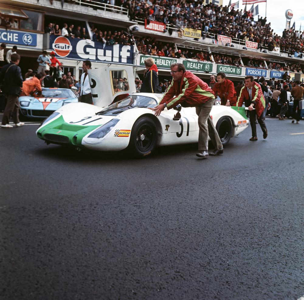 29.09.1968-24-Hours-of-Le-Mans-No.-31-Jo-Siffert-and-Hans-Herrmann-with-Porsche-908-LH-Coupé-at-the-rear-Hans-Mezger
