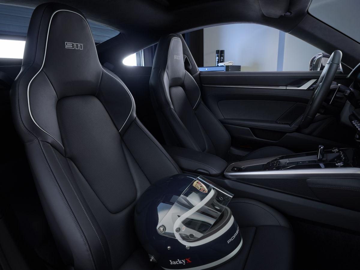 Porsche-911-Carrera-4S-Belgian-Legend-Edition-5