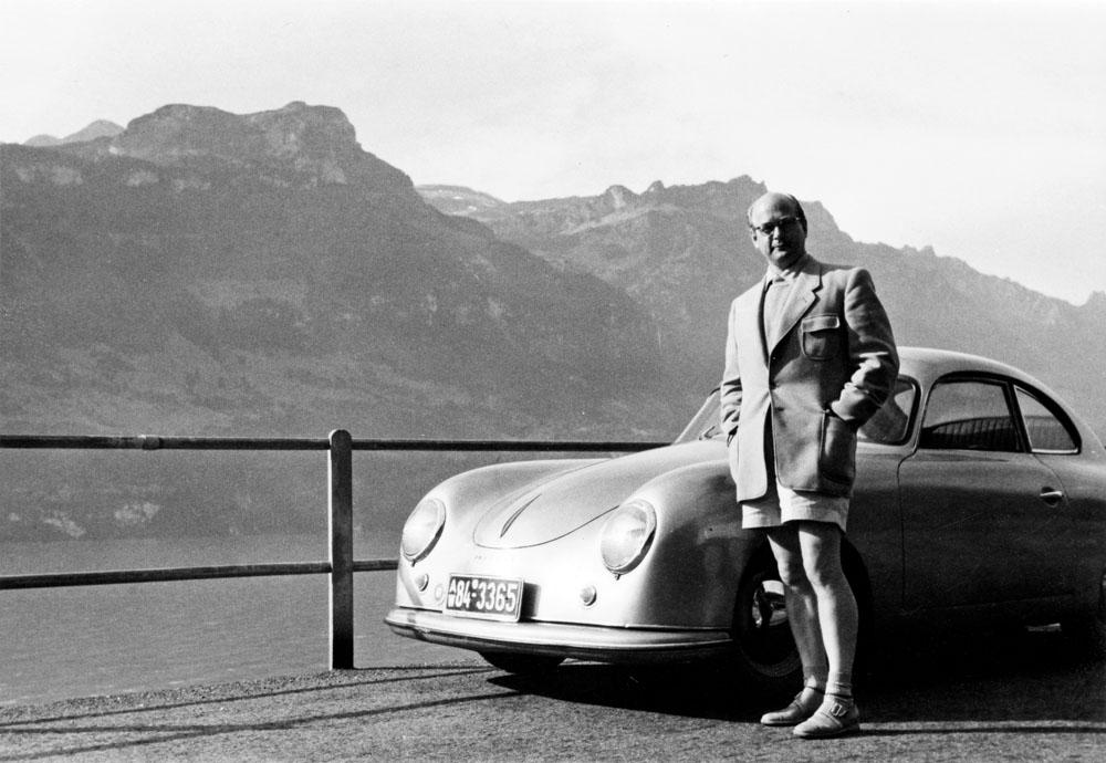 Dr. Ottomar Domnick next to his Porsche 356. @collection Domnick