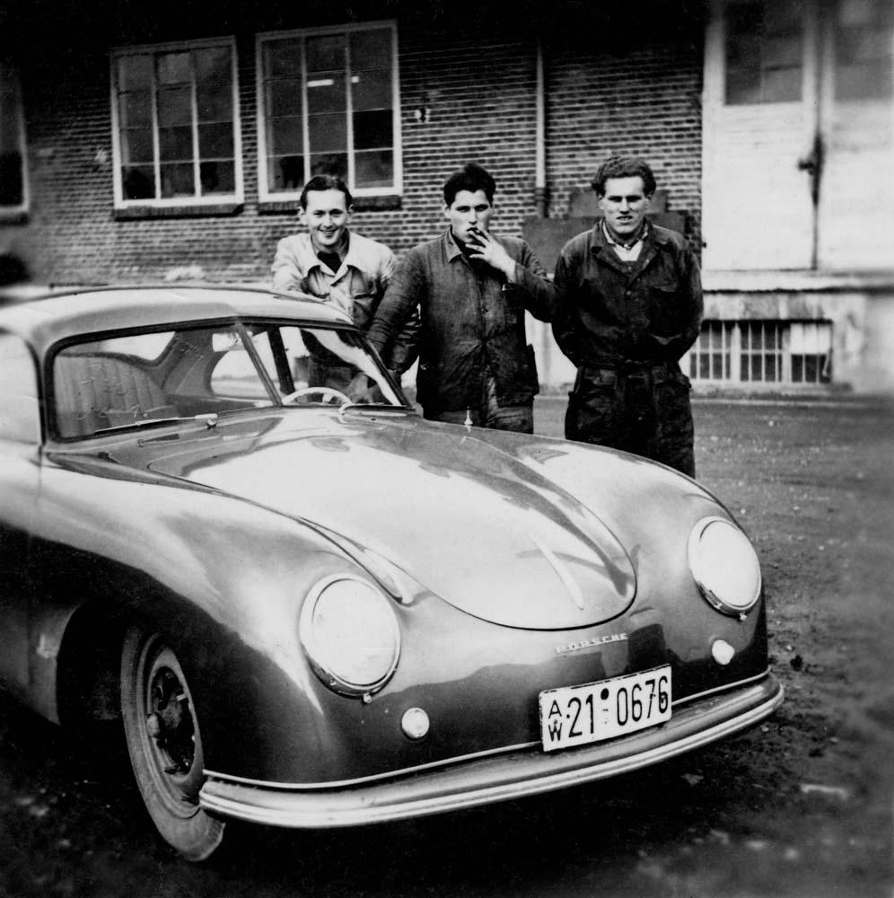 The first employees who were hired in the Porsche repair department in Stuttgart Zuffenhausen. Behind the Porsche 356 Coupé is Herbert Linge, ca. 1950.