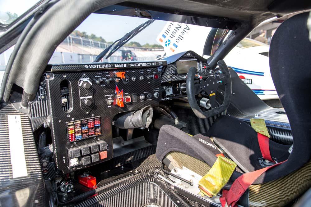 1998 Porsche-steering-wheels-1998-Porsche-911-GT1