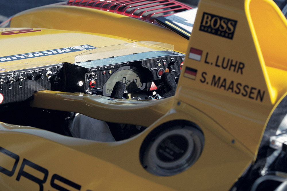 2005 Porsche-steering-wheels-2005-Porsche-RS-Spyder