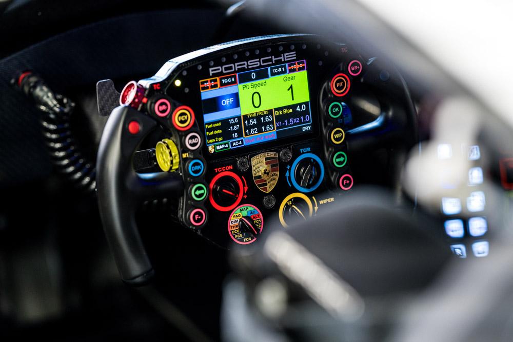 2020 Porsche-steering-wheels-Porsche-911-RSR-Lenkrad